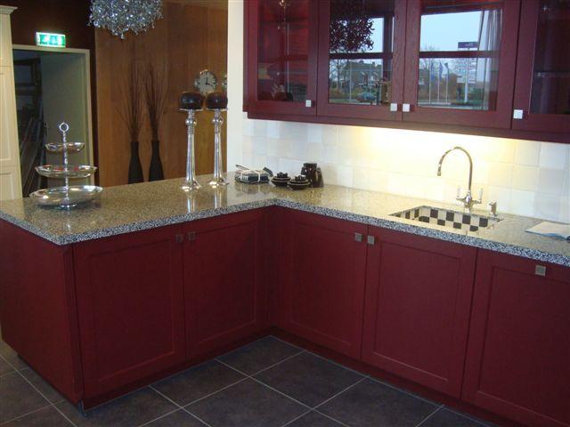 De grootste en voordeligste keukenwinkel van nederland rode keuken 7 47072 - Keuken rode en grijze muur ...