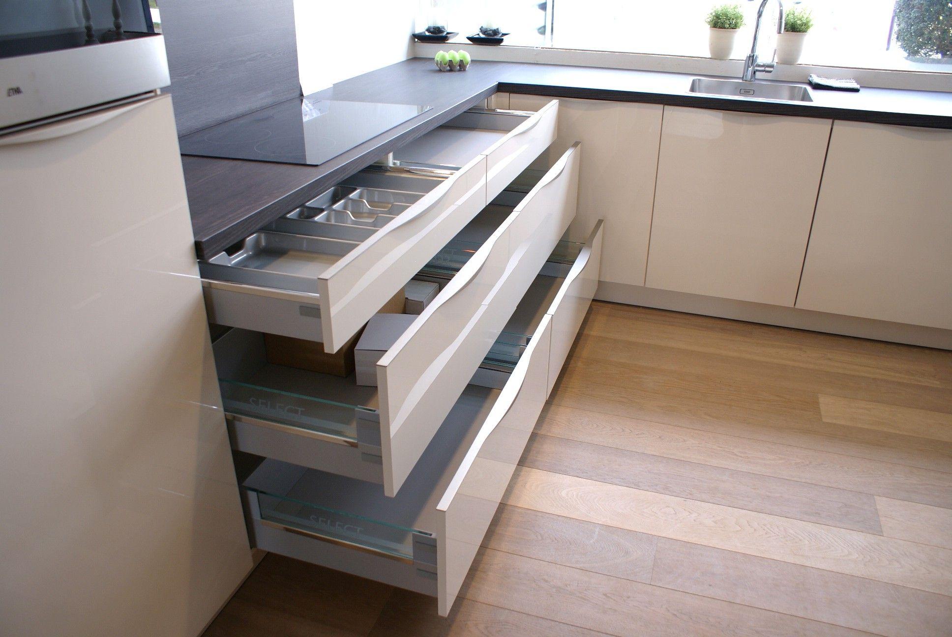 Rechte keuken magnolia gelakt beste inspiratie voor huis ontwerp - Witte keuken voorzien van gelakt ...