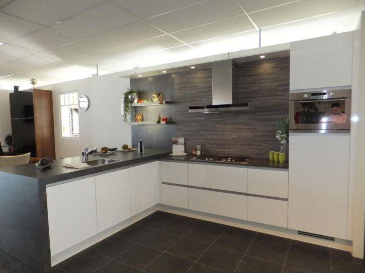 Wegens geplande verbouwing moeten alle keukens onze showroom verlaten ...