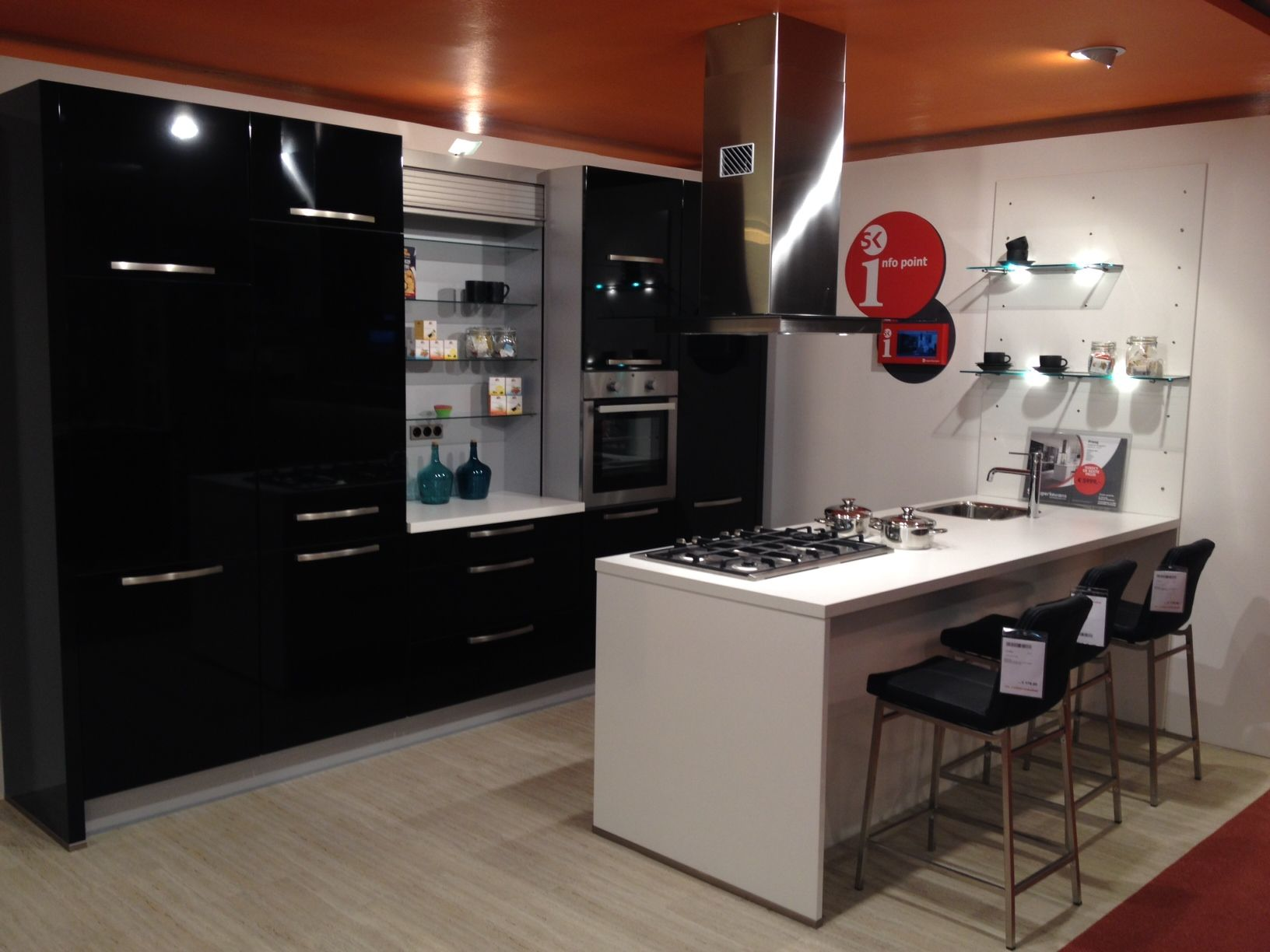 de grootste en voordeligste keukenwinkel van nederland nobilia praag hgl. Black Bedroom Furniture Sets. Home Design Ideas