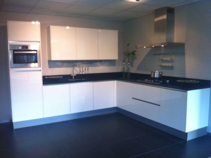 ... keukenwinkel van Nederland  Witte greeploze hoogglans keuken [50431