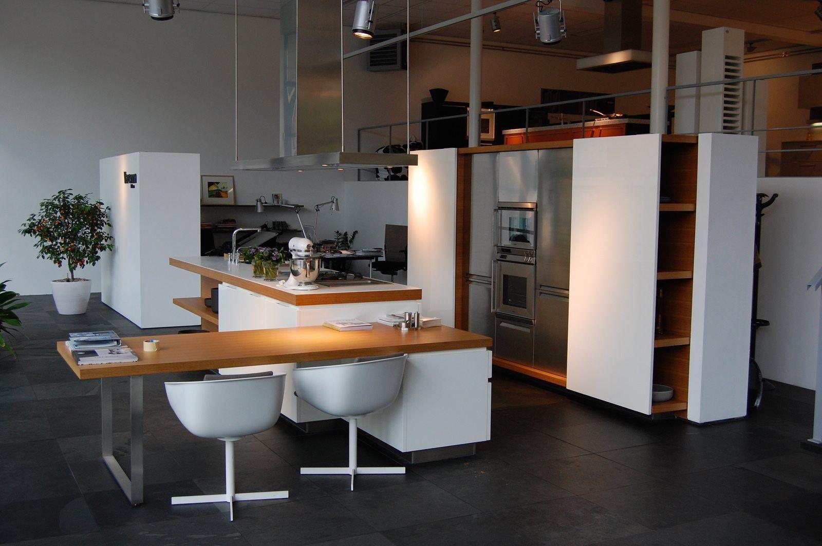 Idee keukentafel eiland for Keuken eiland met eethoek