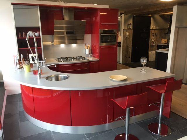De grootste en voordeligste keukenwinkel van nederland moderne rode keuken - Keuken met rode baksteen ...